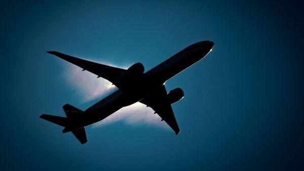 Boeing 777 в небе - Sputnik Таджикистан