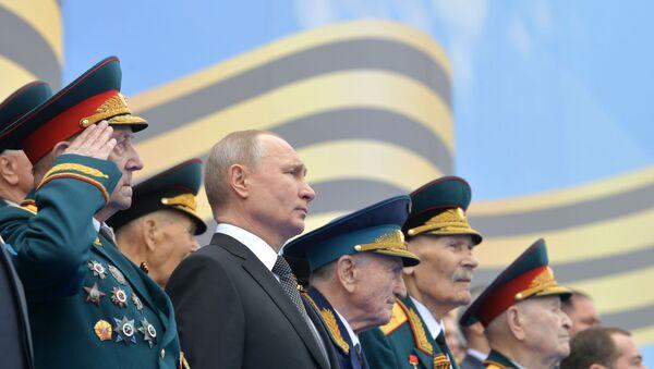 Президент РФ В. Путин на Параде Победы в честь 74-й годовщины Победы в ВОВ - Sputnik Таджикистан