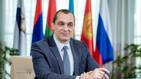 Министр по промышленности и агропромышленному комплексу Евразийской экономической комиссии Александр Субботин - Sputnik Таджикистан