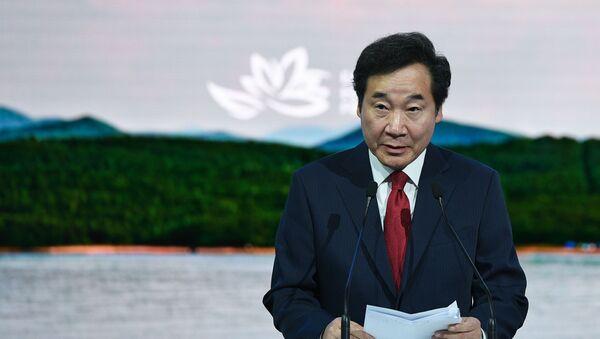 Премьер-министр Республики Кореи Ли Нак Ён - Sputnik Тоҷикистон