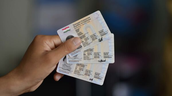 Новые пластиковые паспорта в Таджикистане - Sputnik Тоҷикистон