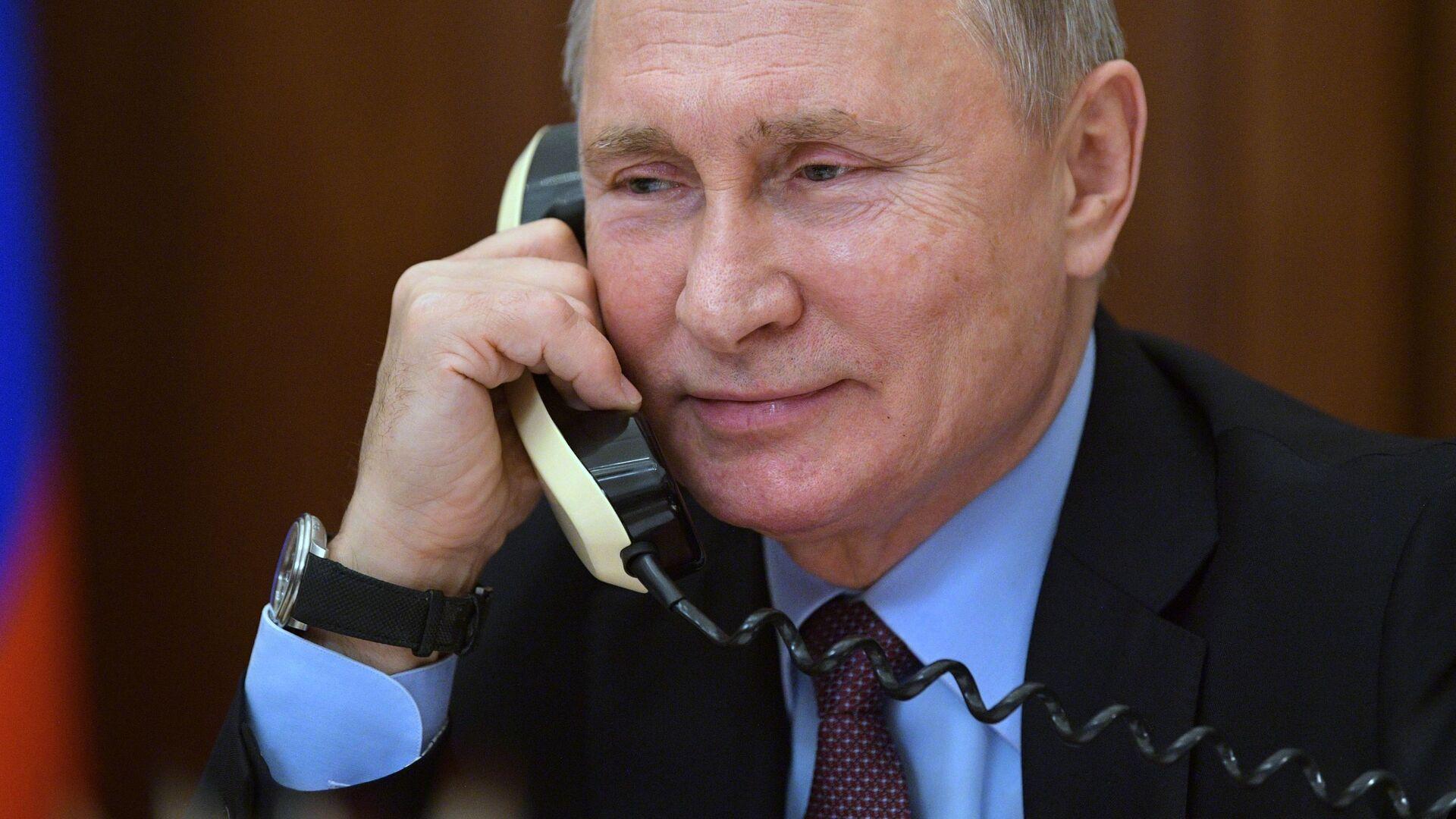 Президент РФ В. Путин поговорил по телефону - Sputnik Тоҷикистон, 1920, 05.10.2021