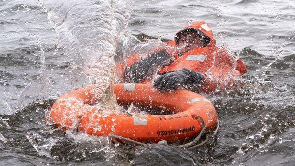 Учения спасательного отряда в водоеме, архивное фото - Sputnik Тоҷикистон