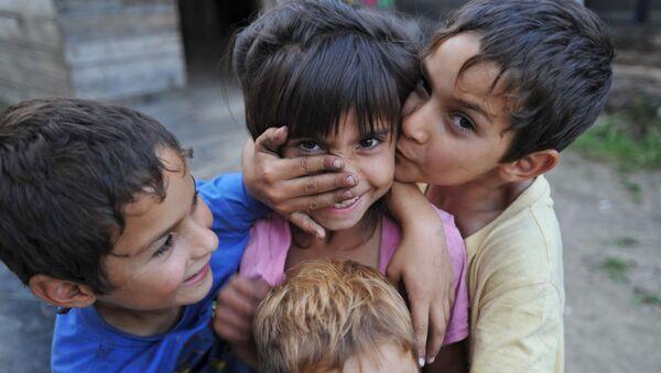 Дети из табора цыган - Sputnik Таджикистан