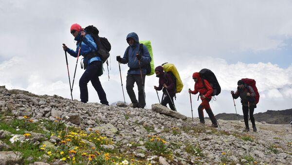 Альпинисты во время восхождения - Sputnik Таджикистан
