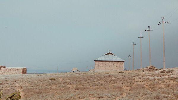 Заброшенные жилые дома в приграничном с Таджикистаном селе. Архивное фото - Sputnik Тоҷикистон