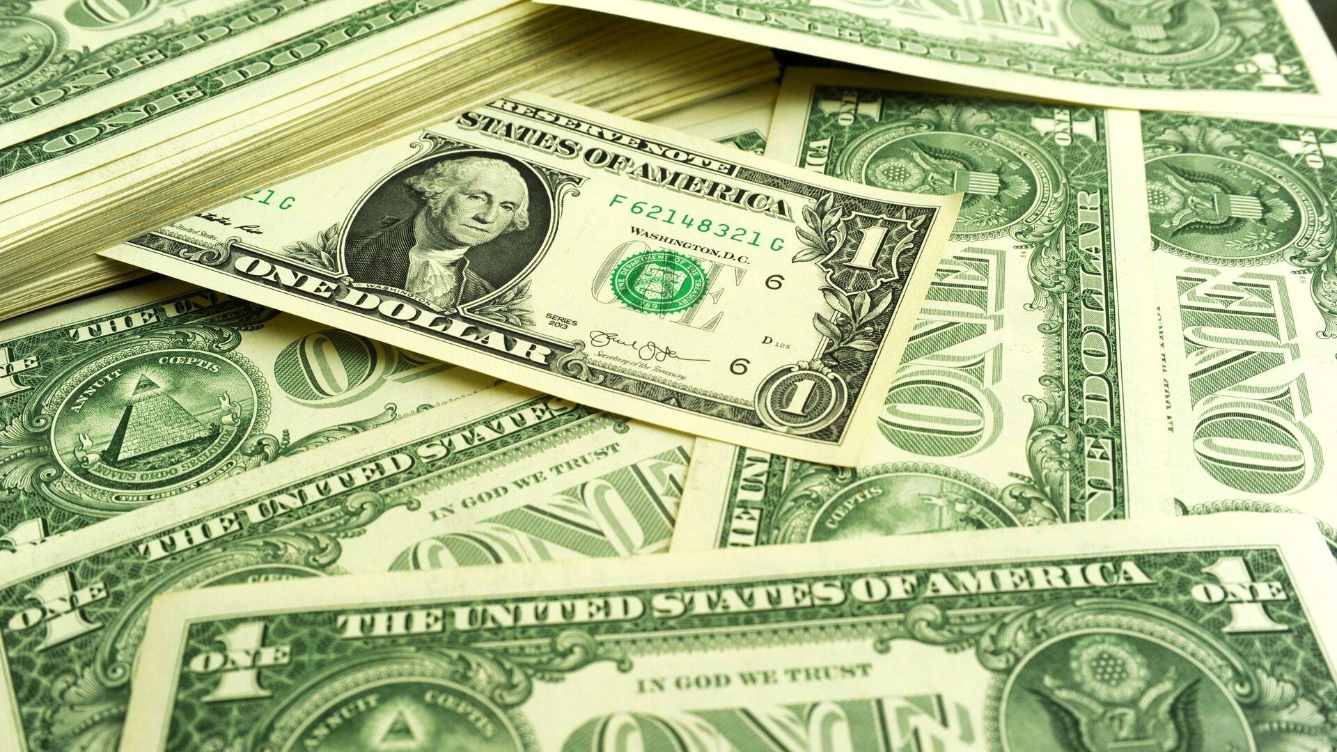 Банкноты номиналом 1 доллар США. - Sputnik Таджикистан, 1920, 20.06.2021
