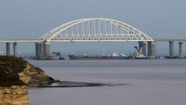 Крымский мост через Керченский пролив, архивное фото - Sputnik Таджикистан