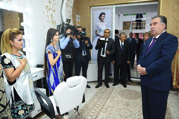 Президент Республики Таджикистана Эмомали Рахмон посетил Вахдат - Sputnik Таджикистан