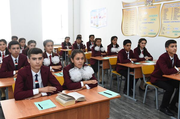 Ученики в Вахдатской школе - Sputnik Таджикистан