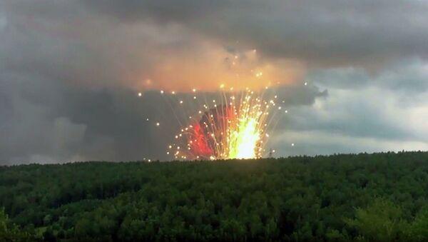 Взрыв в Ачинском районе Красноярского края. Стоп-кадр видео очевидца - Sputnik Таджикистан