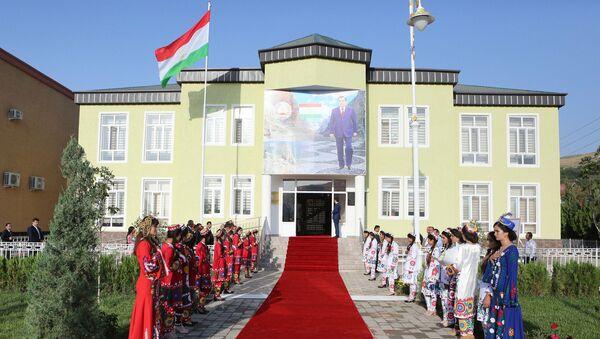 Рахмон открыл отделение Миграционной службы в Бальджувонском районе - Sputnik Таджикистан