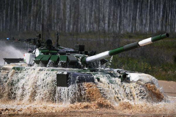 Танк Т-72Б3 команды армии Таджикистана. Танковый биатлон - 2019 - Sputnik Таджикистан