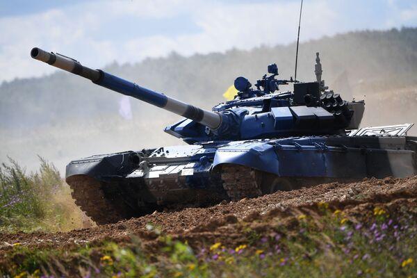 Танк Т-72Б3 команды армии Кувейта Танковый биатлон - 2019 - Sputnik Таджикистан