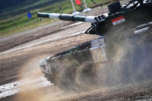 Танк Т-72Б3 команды армии Сирии Танковый биатлон - 2019 - Sputnik Таджикистан