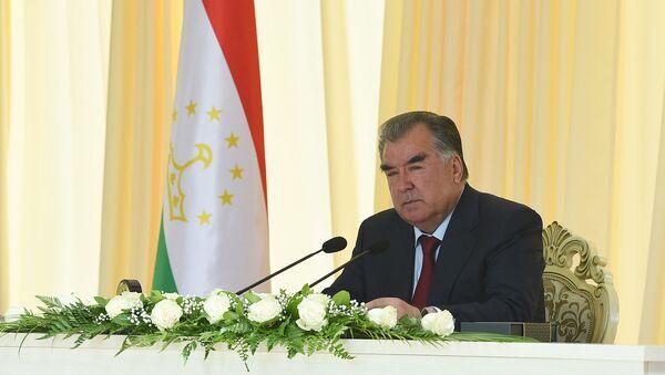 Президент Таджикистана Эмомали Рахмон в Хатлонской области - Sputnik Таджикистан