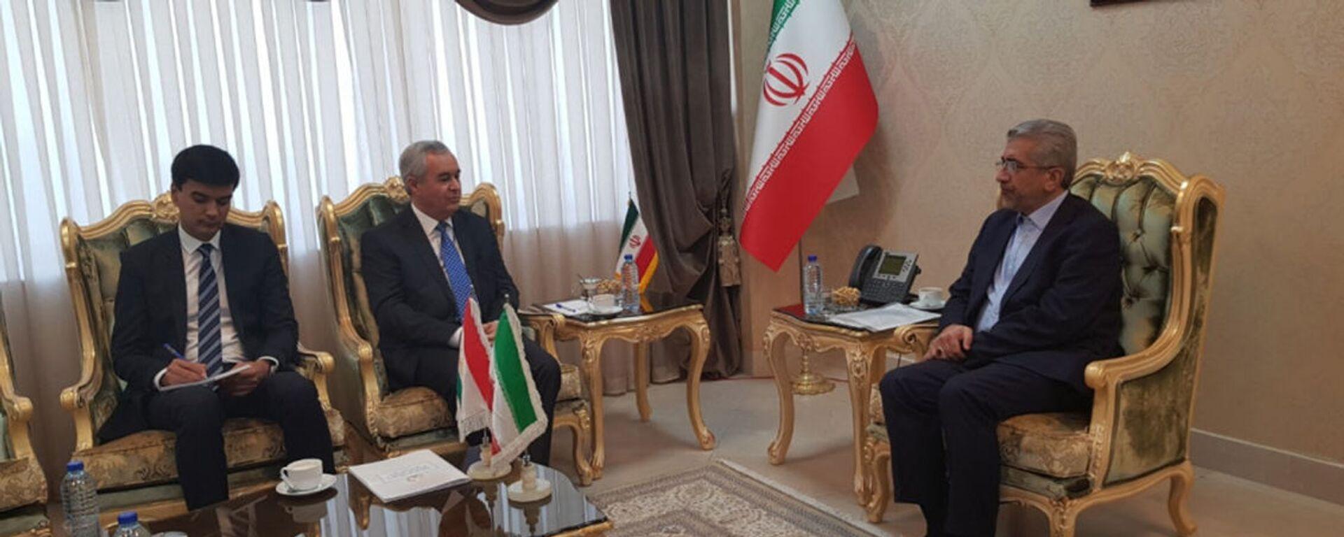 Посол Таджикистана в Иране Низомиддин Зохиди провел встречу с министром энергетики Ирана Ризо Ардакониён  - Sputnik Таджикистан, 1920, 16.05.2021