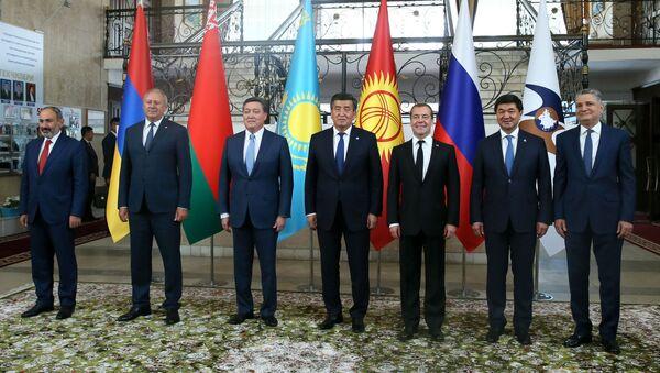 Главы делегаций Евразийского межправительственного совета стран Евразийского экономического союза (ЕАЭС) в Чолпон-Ате - Sputnik Таджикистан