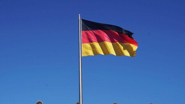 Флаг Германии на здании Рейхстага в Берлине, архивное фото - Sputnik Тоҷикистон