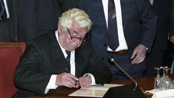 21 декабря 1991 года. Президент Республики Таджикистан Рахмон Набиев - Sputnik Тоҷикистон