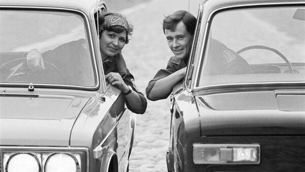 Мужчина и женщина в жигулях. 1971 год - Sputnik Таджикистан
