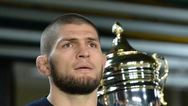 Чемпион абсолютного бойцовского чемпионата (UFC) в легком весе россиянин Хабиб Нурмагомедов  - Sputnik Таджикистан