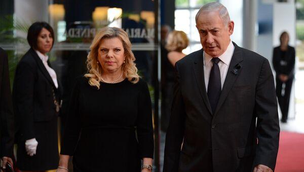 Премьер-министр Израиля Биньямин Нетаньяху и его супруга Сара Нетаньяху  - Sputnik Тоҷикистон