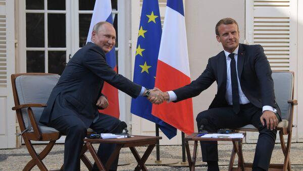 Президент РФ Владимир Путин и президент Франции Эммануэль Макрон - Sputnik Таджикистан