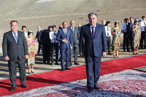 Рабочий визит Эмомали Рахмона в Согдийскую область - Sputnik Таджикистан
