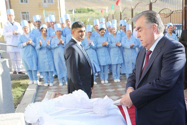 Эмомали Рахмон открыл в Горно-Матчинском районе центральную больницу - Sputnik Таджикистан