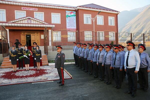 Эмомали Рахмон открыл в Горно-Матчинском районе здание МВД - Sputnik Таджикистан