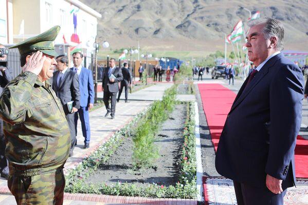 Эмомали Рахмон открыл в Горно-Матчинском районе здание Государственного комитета национальной безопасности - Sputnik Таджикистан