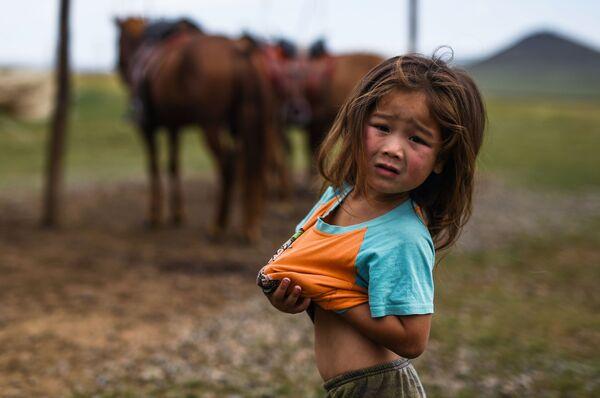 Девочка в Цонжин-Болдоге, Монголия  - Sputnik Таджикистан