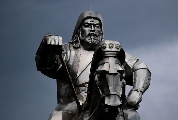 Статуя Чингисхана в Цонжин-Болдоге - Sputnik Таджикистан