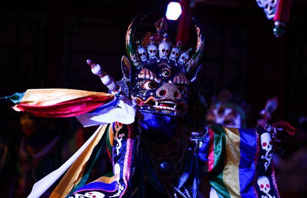 Выступление артистов в театре традиционных песен и танцев Tumen Ekh - Sputnik Таджикистан