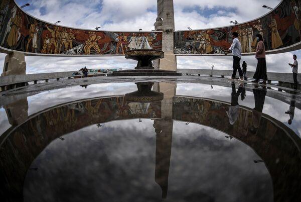 Мемориал в память советских воинов на Зайсан-Толгое в Улан-Баторе - Sputnik Таджикистан