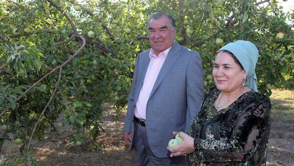 Эмомали Рахмон с супругой - Sputnik Таджикистан