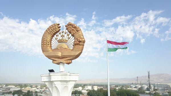 Герб и флаг Таджикистана в Джабборском Расуловском районе - Sputnik Таджикистан