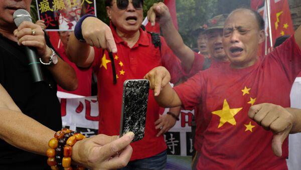 Митинг против торговой политики президента США Дональда Трампа в Гонконге - Sputnik Таджикистан