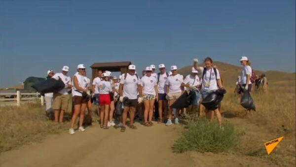 Мешки для мусора и перчатки: экология на Koktebel Jazz Party - видео - Sputnik Таджикистан