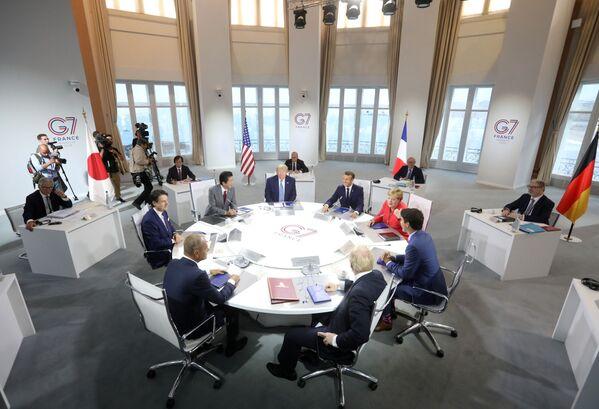Лидеры стран-участниц на саммите G7 в Биаррице - Sputnik Таджикистан