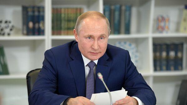 Президент РФ Владимир Путин - Sputnik Тоҷикистон