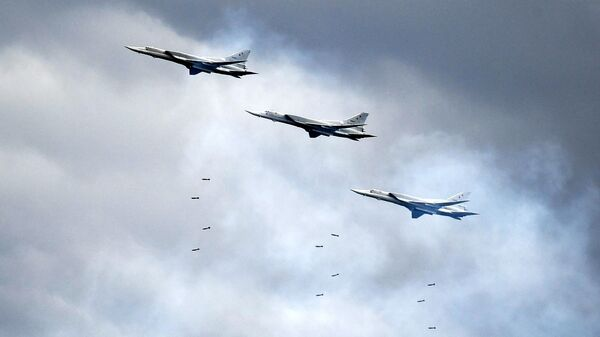 Дальние бомбардировщики Ту-22М3 - Sputnik Таджикистан