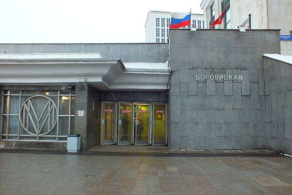 Вход в метро  на станцию Боровицкая - Sputnik Таджикистан