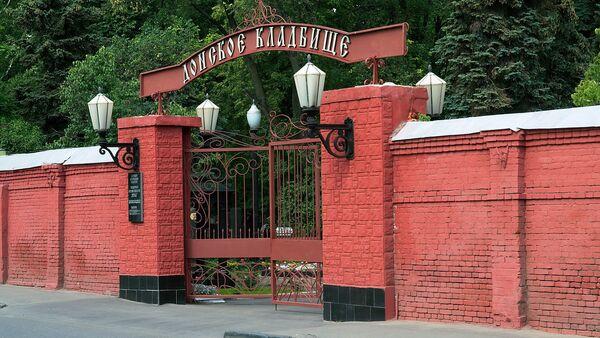 Главный вход на Донское кладбище в Москве - Sputnik Таджикистан