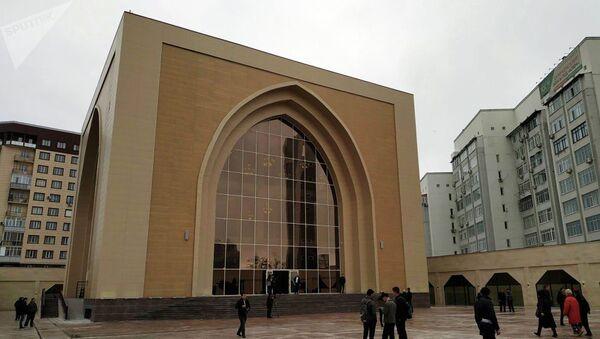 На мечеть, построенную Атамбаевым, наложен арест - Sputnik Таджикистан