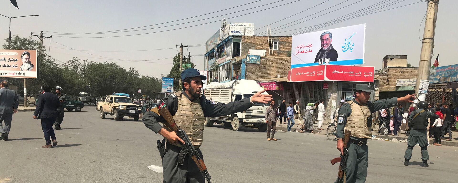 Полицейские возле места взрыва в Кабуле, Афганистан. 7 августа 2019 года - Sputnik Таджикистан, 1920, 13.04.2021
