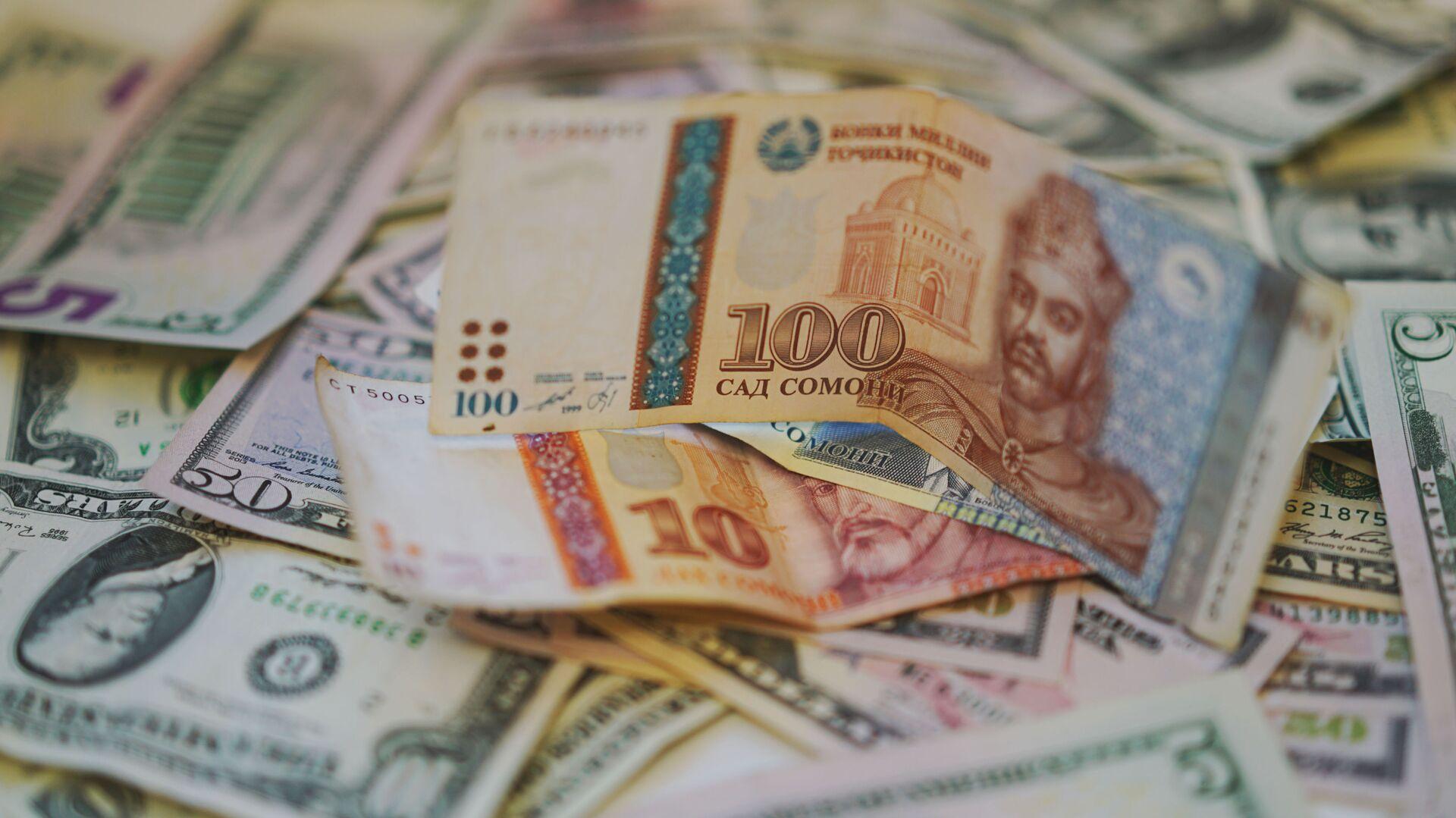 Сомони и доллары, архивное фото - Sputnik Таджикистан, 1920, 05.07.2021