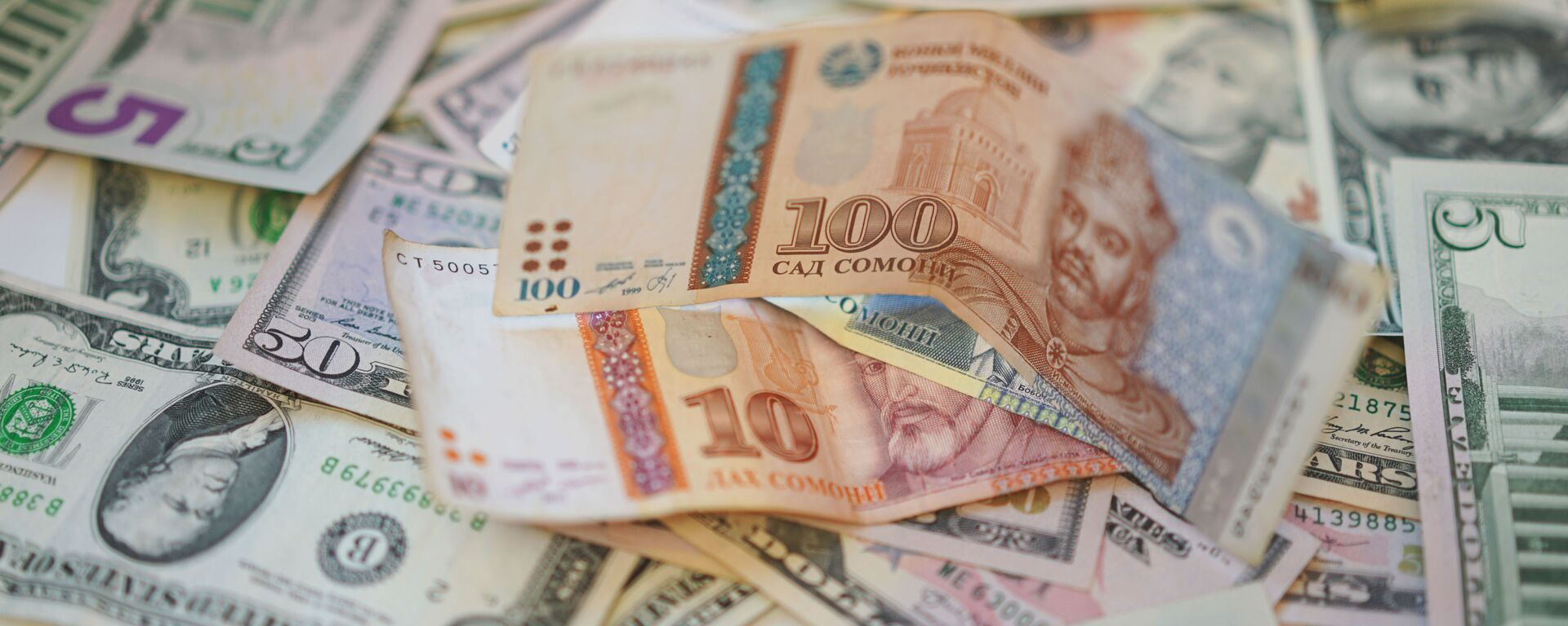 Сомони и доллары, архивное фото - Sputnik Таджикистан, 1920, 10.02.2021
