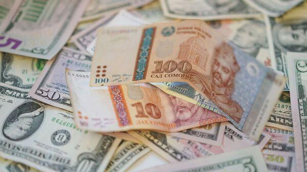 Сомони и доллары, архивное фото - Sputnik Таджикистан